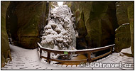 Play virtual tour - Great Waterfall in Winter