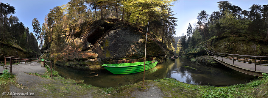 Play virtual tour - Calm Gorge Landing Place