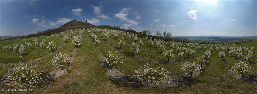 Play virtual tour - Orchard Under the Castle