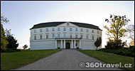 Play virtual tour - White Chateau