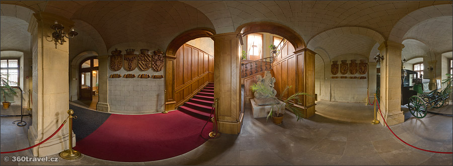 Play virtual tour - Entrance Hall