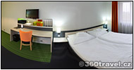 Play virtual tour - Hotel Room