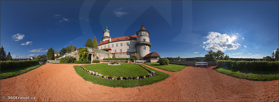 Play virtual tour - Chateau from Garden