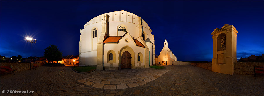 Play virtual tour - St. Nicholas Church in Night